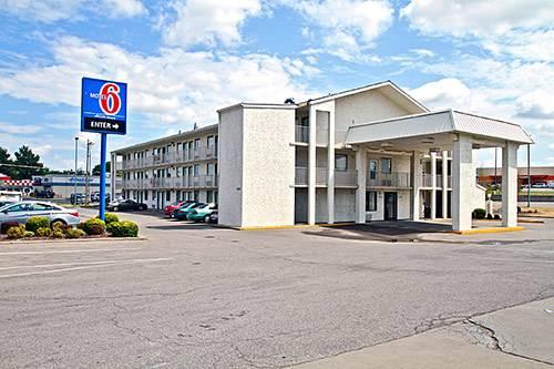 Motel 6 Topeka West