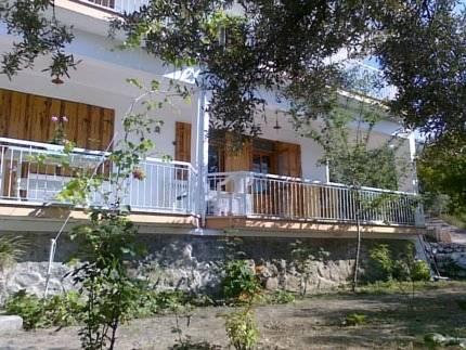 Almondville Guest House Apart