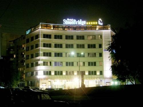 Stone Bridge Hotel