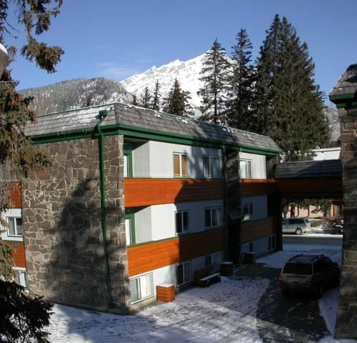 Rundle Manor Apartment Hotel