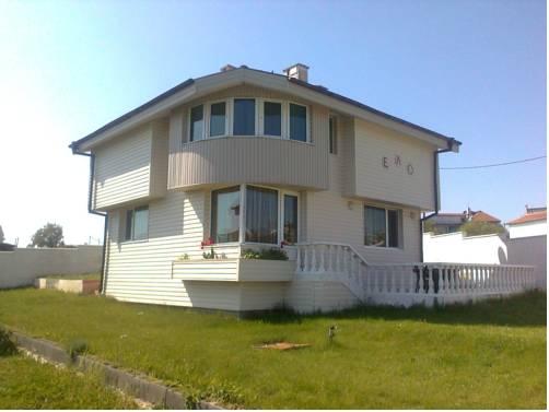 Villa Elo & Achik