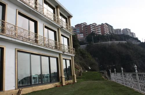 Bab-i Zer Hotel