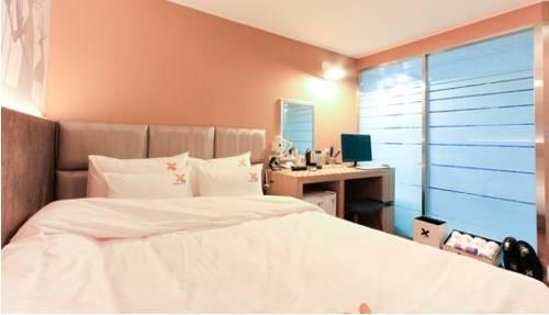 9 Hotel, Choeup