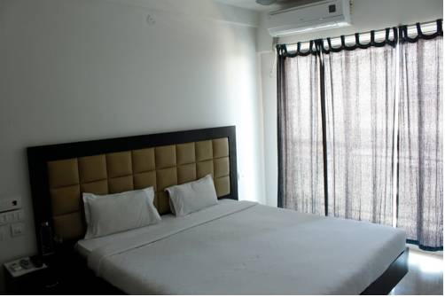 Laurent & Benon Luxury Service Apartment - Khar (West)