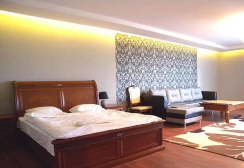 Azat Hotel