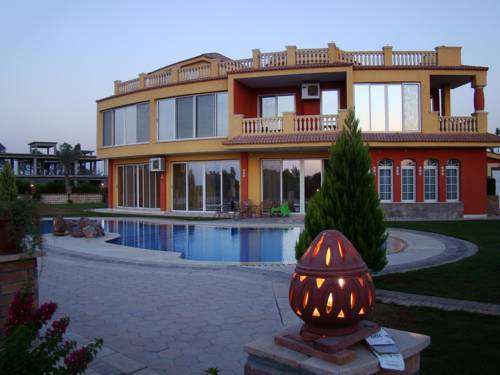 Ofok Luxury Villa