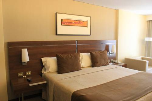 Howard Johnson La Cañada Hotel & Suites