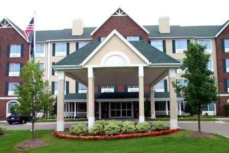 Novi Inn & Suites