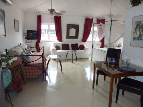 Studio a Maho Village