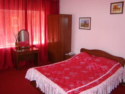 Hotel Iron 1
