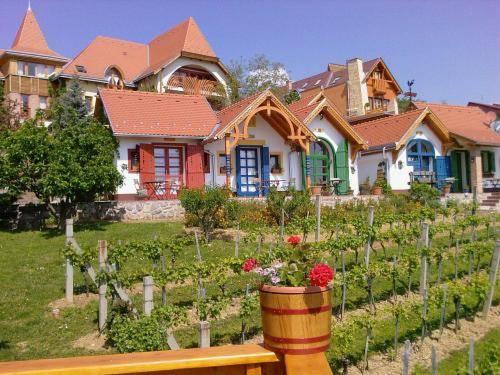 Bagolyvár Inn