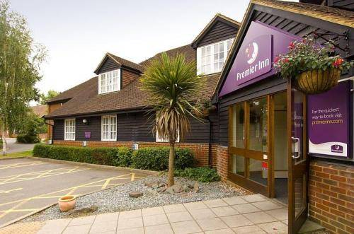 Premier Inn Woking West (A324)
