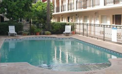 Hotel El Camino Inn & Suites