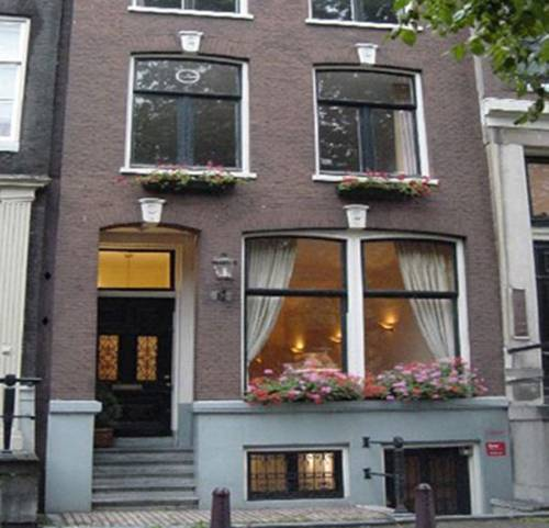 Chariot Amsterdam Apartment