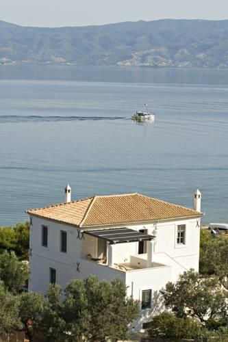 Four Seasons Hydra Luxury Suites