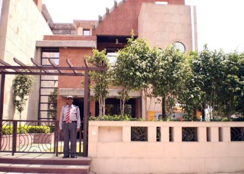 Laurent & Benon Luxury Service Apartment –DLF Phase 1