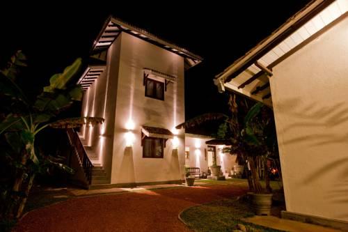 Poya Villa