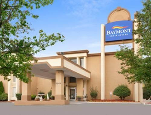Baymont Inn & Suites - Charlotte Airport