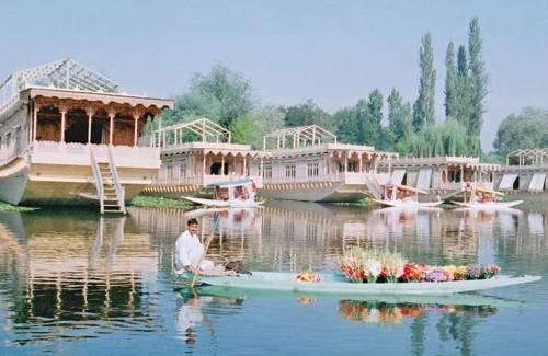 Wangnoo Houseboats