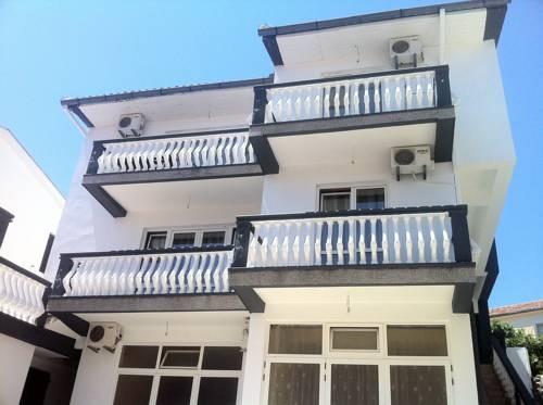 Marleku Apartments