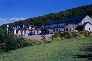 Clan Macduff Hotel