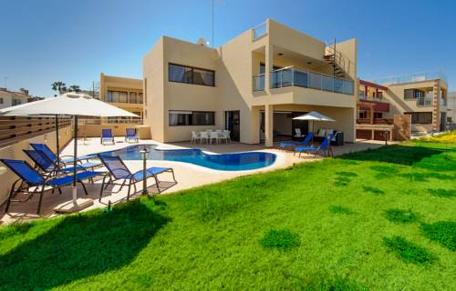 Mike & Lenos Tsoukkas Luxury Villas & Apts