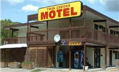 Twin Creeks Motel