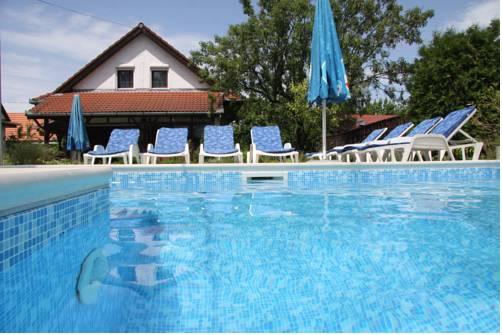Csorba vendégházak medencével
