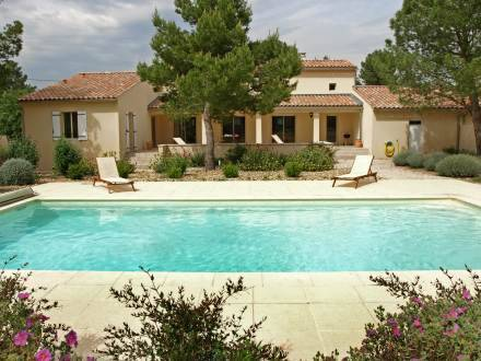Holiday Home Maison Les Oliviers Mazan
