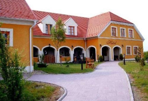 Gastland M0 Hotel és Étterem