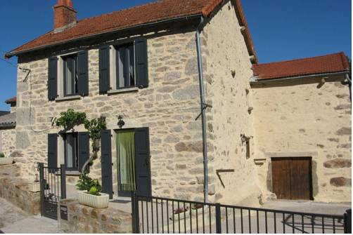 Holiday Home Entre St Flour Et Le Puy En Velay Pinols
