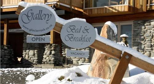 Glacier Rock Gallery and Bed & Breakfast