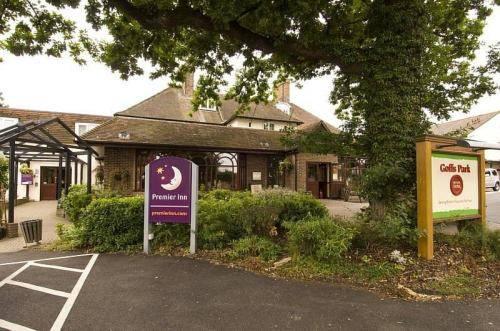 Premier Inn Gatwick Crawley Town (Goff's Park)