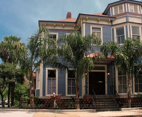 Savannah Dream Vacations - 1002 Drayton