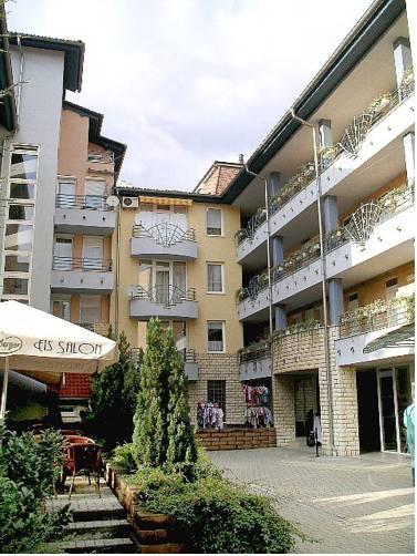 Tavirózsa Apartmanok