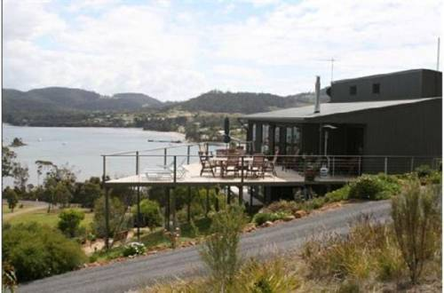 Storm Bay Guest House & Cottage