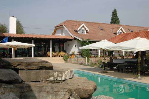 Country Club La Mesteceni