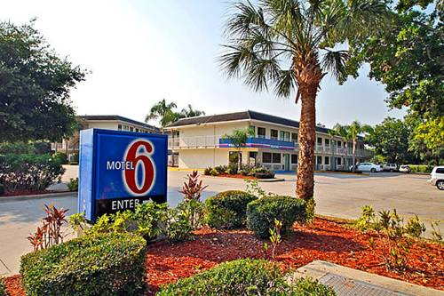 Motel 6 Bradenton